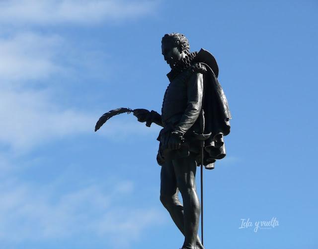 Estatua de Cervantes en Alcalá