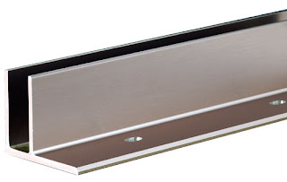 GLAS Montering med vejrbestandige eloxerede aluminium skinner i 6 meter længder på gulv, etage-adskillelse, eller sidemonteret.