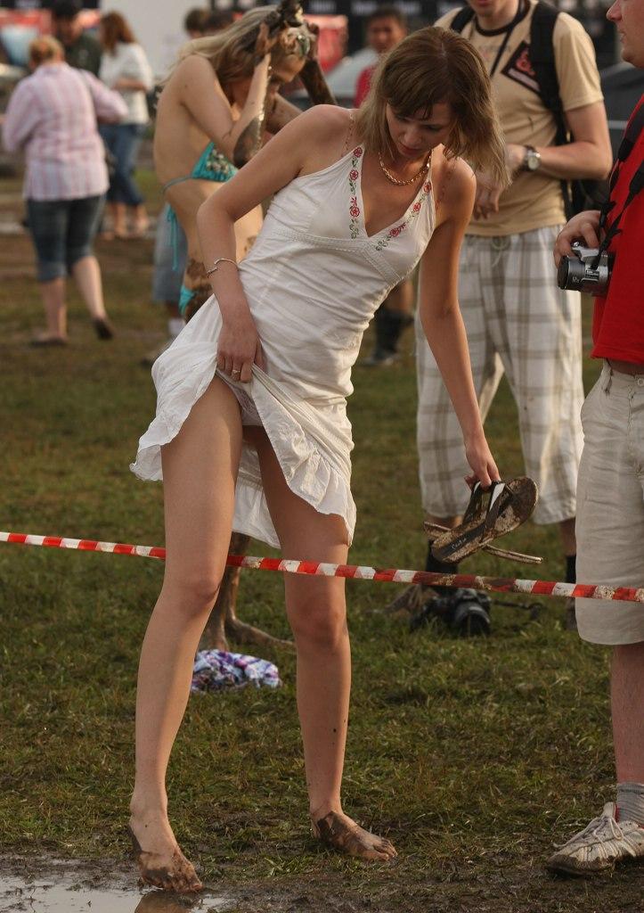 Без трусов  Красивые голые девушки эротические фото