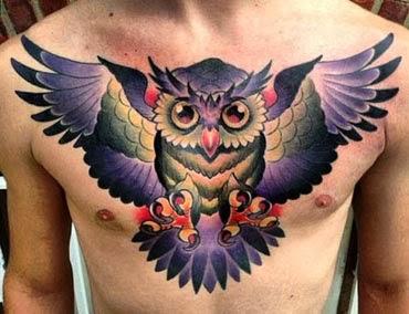 Fotos de tatuagens de corujas cobrindo o peito