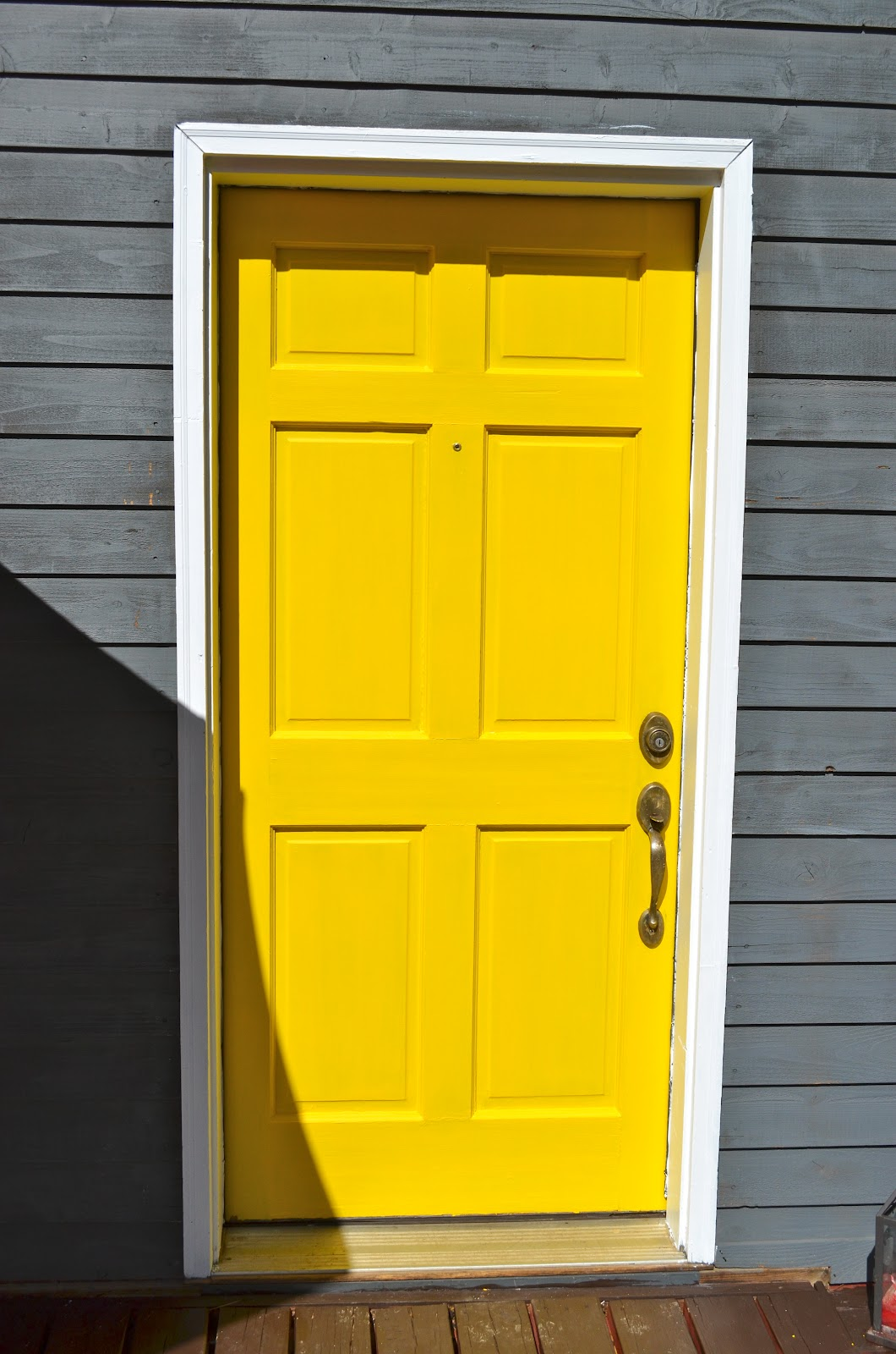 We ripped up carpet and painted walls and moved furniture and painted our porch. But my favorite task was painting our front door yellow! & Braner Party of 7: Yellow Door pezcame.com