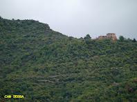 Can Serra a l'extrem de la Serra de Vallhonesta