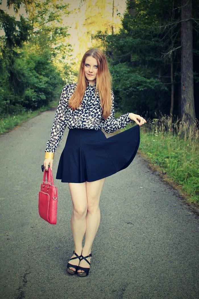 outfit do práce, jak se obléct na pohovor, černá sukně do pasu, interview