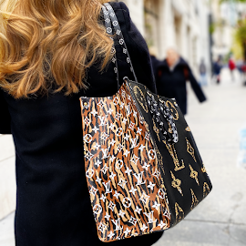 Louis Vuitton On The Go, jungle print tote bag from the back.