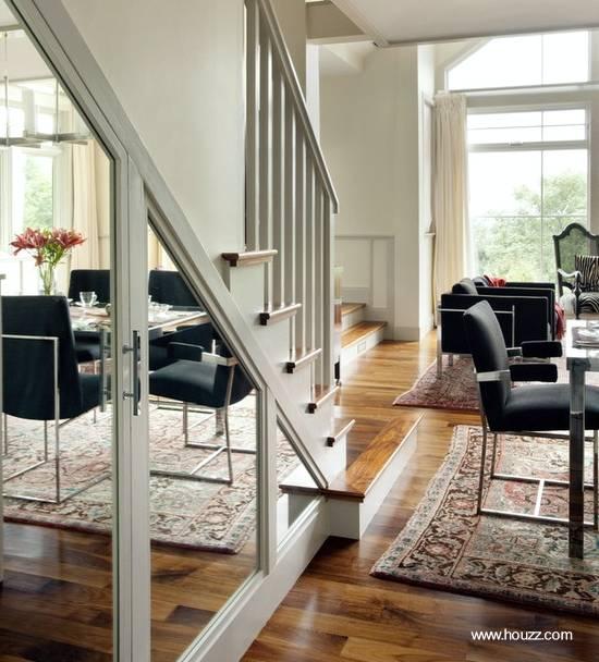 Decoraci n f cil decorar el hueco de escalera for Decoracion debajo escaleras