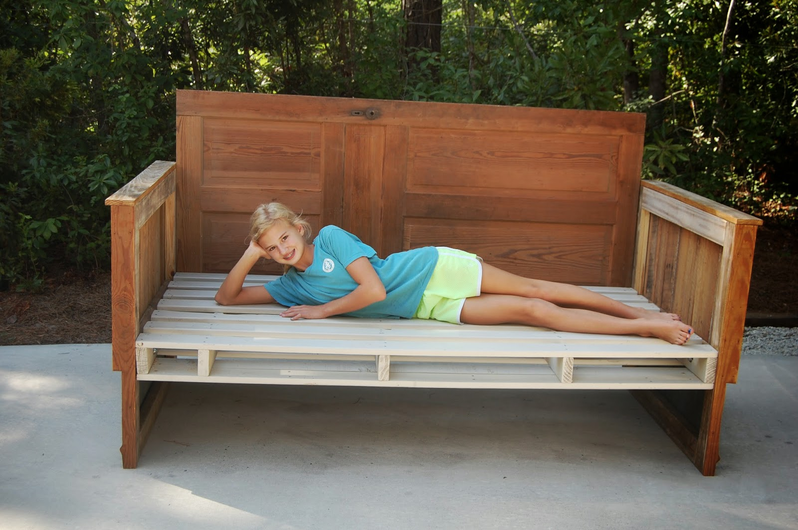 Antebellum 1862 how to make a reclaimed wood day bed for How to make a pallet daybed