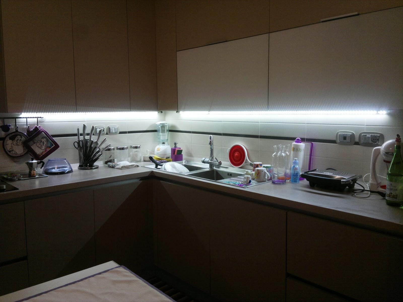 Illuminazione led casa torino caratterizzando un appartamento - Illuminazione sottopensile cucina ...