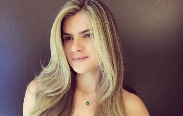 A apresentadora Mirella mostrou seu novo visual em rede social