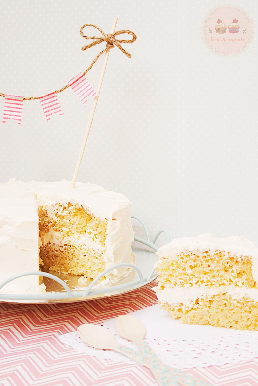 http://www.tumediocupcake.blogspot.com.es/2013/11/layer-cake-bizcocho-crema-de-orujo.html