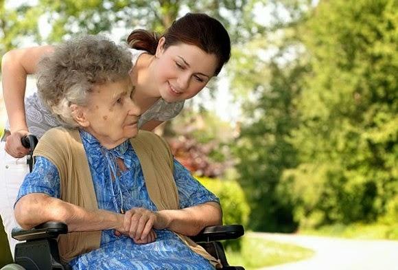 10 Tips Mendampingi Orangtua Memasuki Usia Senja