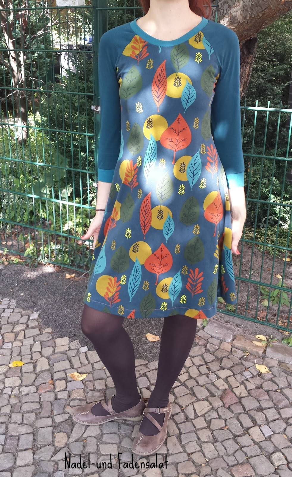 Kleid mit Blättern