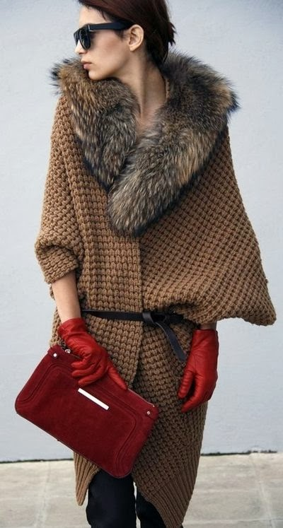 Amazing brown long jacket with red handbag for fall