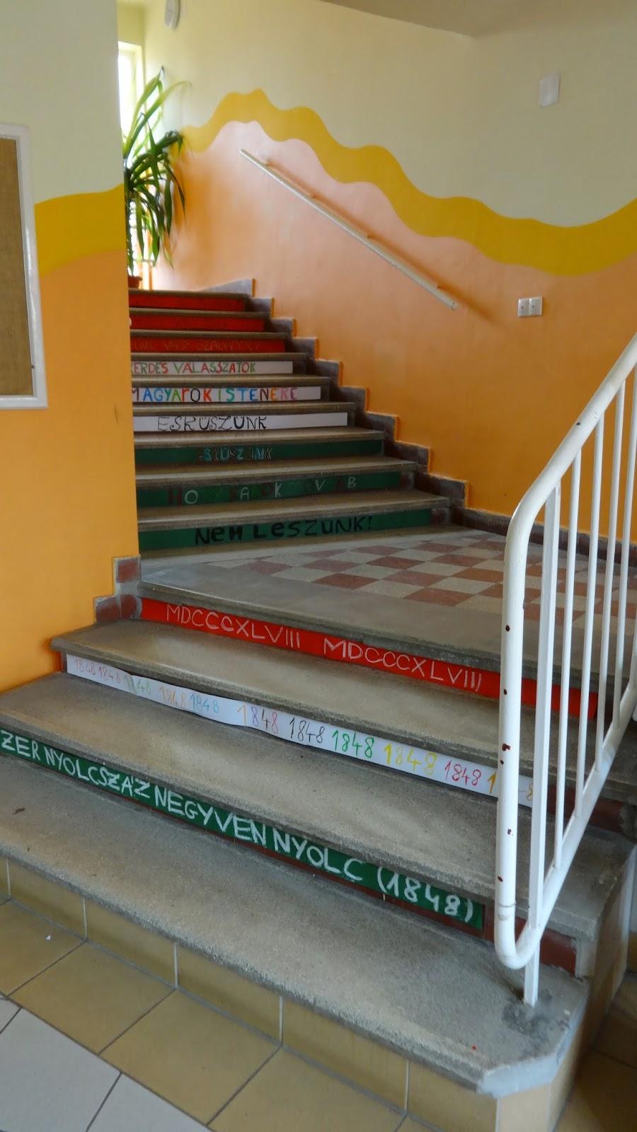 Március 15-ei dekoráció lépésről, lépésre- vagyis lépcsőről ...