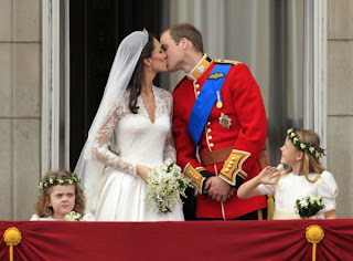 Royal Wedding Kiss Kate Middleton  and Prince William - The Balcony Kiss