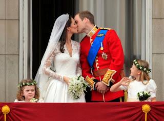 Royal Wedding Kiss Kate Middleton and Prince William - The Balcony Kiss