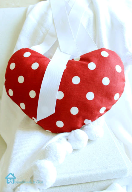 diy polka dot white and red fabric heart to decorate your home
