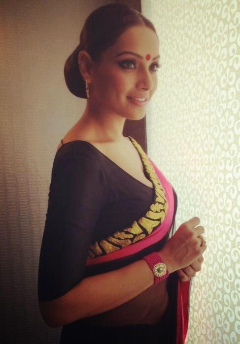 Bipasha Basu in Simple Homw-wear Traditional Indian Saree with Big Bindi