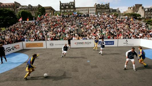 berikut ini gambar lapangan sepak bola mini