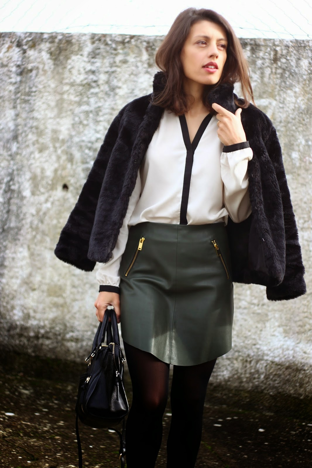 http://ilovefitametrica.blogspot.pt/2014/11/khaki-leather-skirt.html