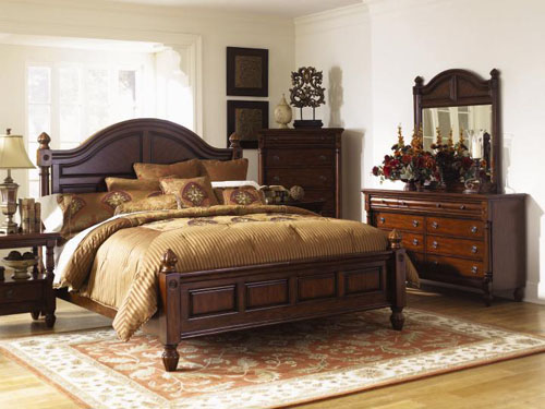 Delicate and Warm Bedroom Style