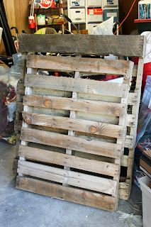 Recycled Crafts:  diy pallet shelves step 1