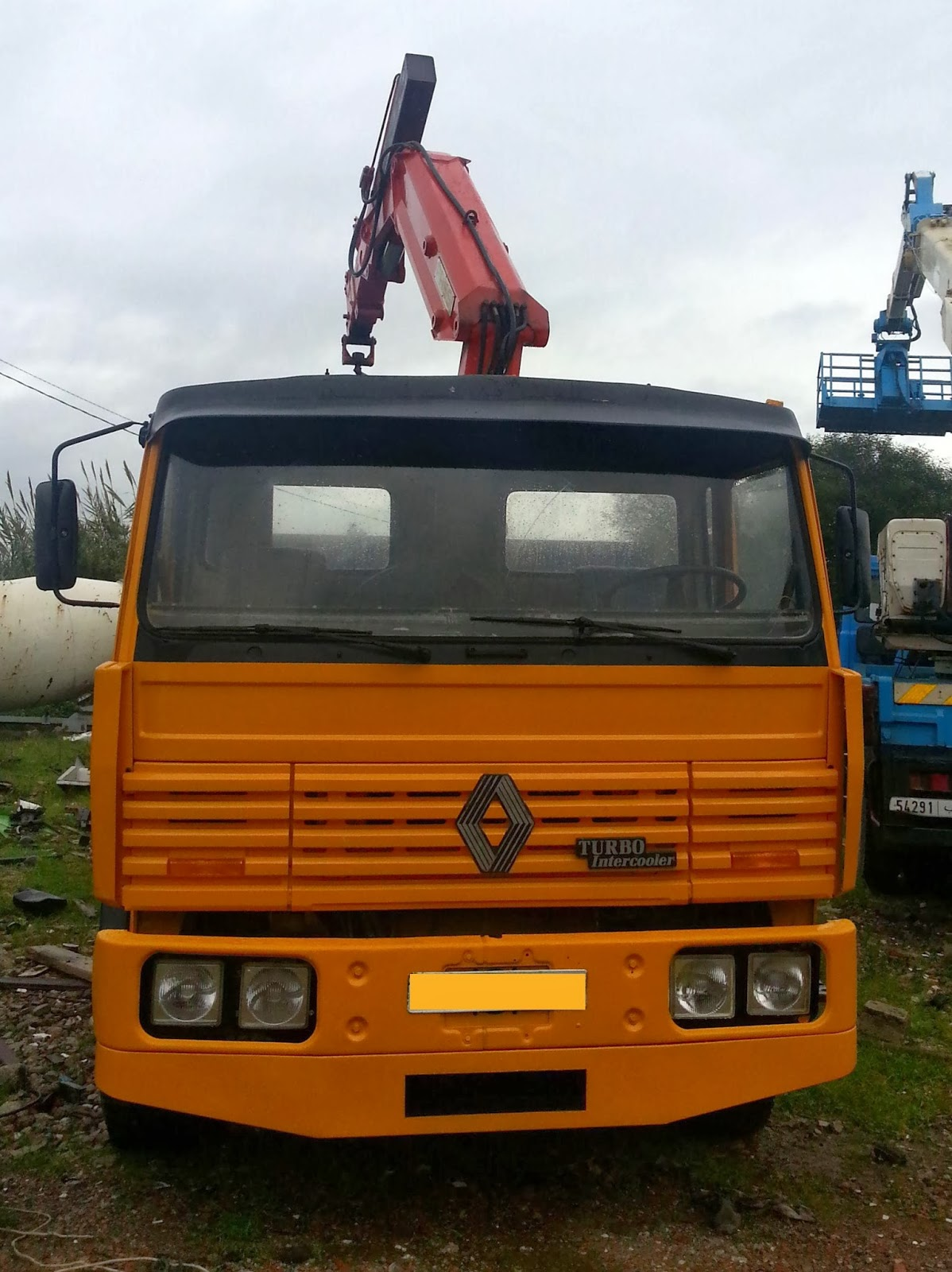 Depannage tanger - Camion porte container avec grue occasion ...