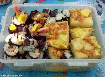 Gimbap y tortilla para picnic en Seúl