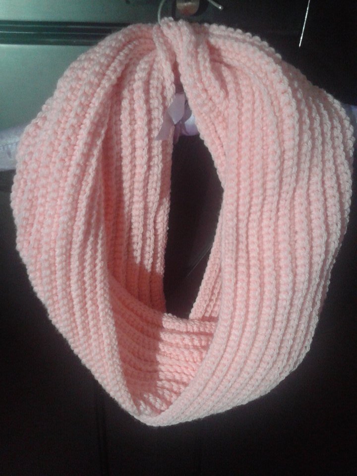 Crochet Scarf Patterns Worsted Weight : Mero`s Crochet : Pink infinity scarf