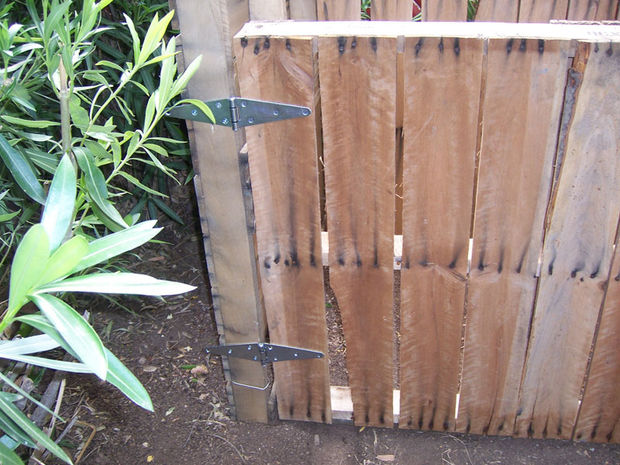 Hacer una compostadora casera con palets - Hacer una puerta de madera ...