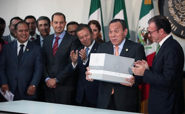 Peña Nieto recorta 221 mil mdp al gasto público para 2016