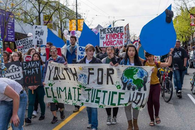 O 'Dia da Terra' perdeu embalo, mas as profecias enganosas continuam sendo marteladas. Foto: o Earth Day 2013 no Canadá.