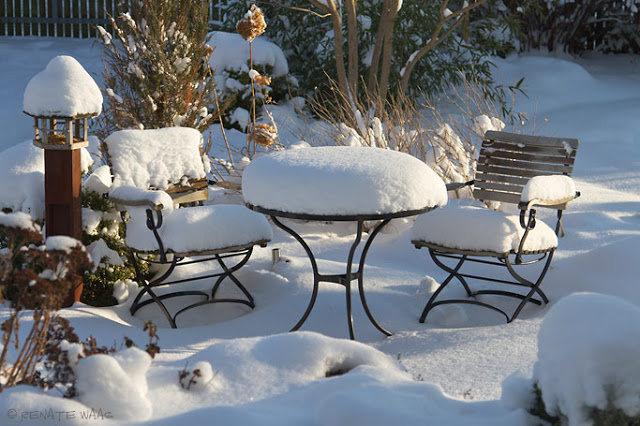 unsere Gartenmöbel von Garpa im Winter