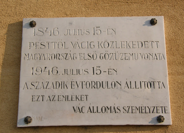 Hungary, Magyarország, Vác, emléktábla, vasúti állomás