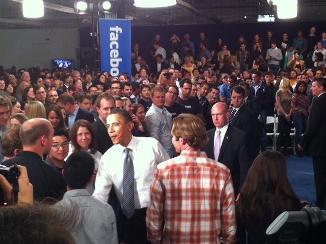 obama 2 [UPDATE] Foto   Foto Kunjungan Barrack Obama Ke Kantor Pusat Facebook