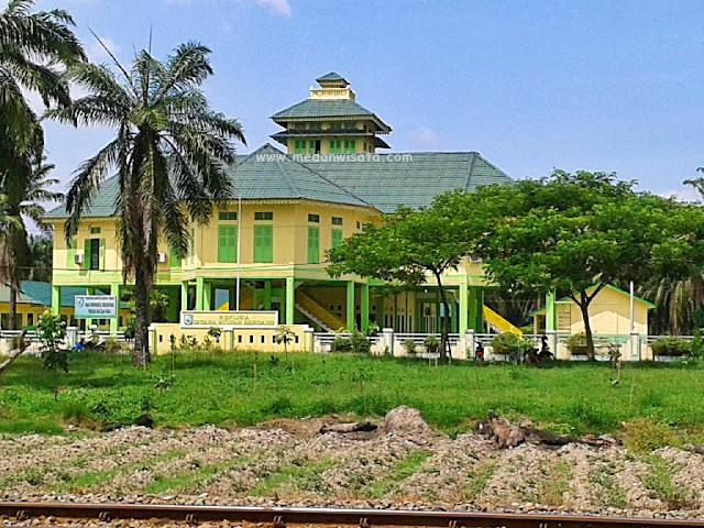 Replika Istana Kesultanan Serdang Bedagai