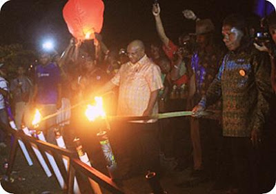 Klemen Tinal Tutup Festival Danau Sentani (FDS) ke VIII 2015