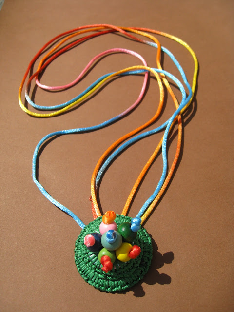 http://bisuteriaycia.blogspot.com.es/2013/06/collar-alegria.html