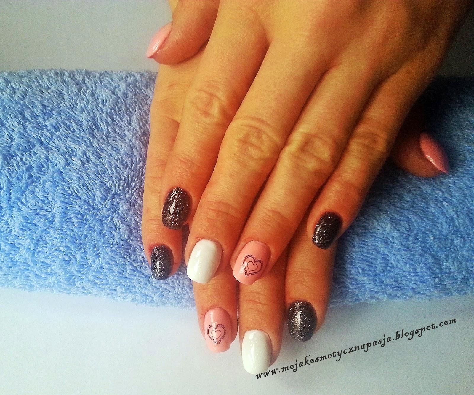 Paznokcie żelowe w kolorze czerni, bieli i różu :)