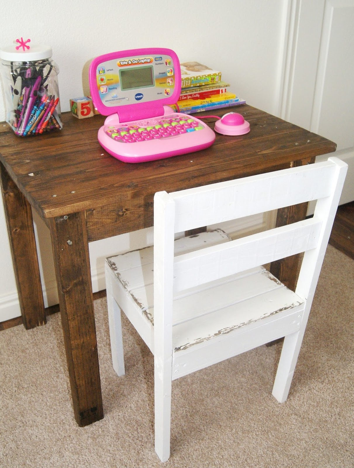 DIY Pallet Table and Chairs for Kids 1211 x 1600
