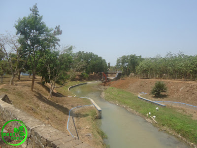 FOTO 5 :Ini pengerukan sungai di Bendungan Macan.