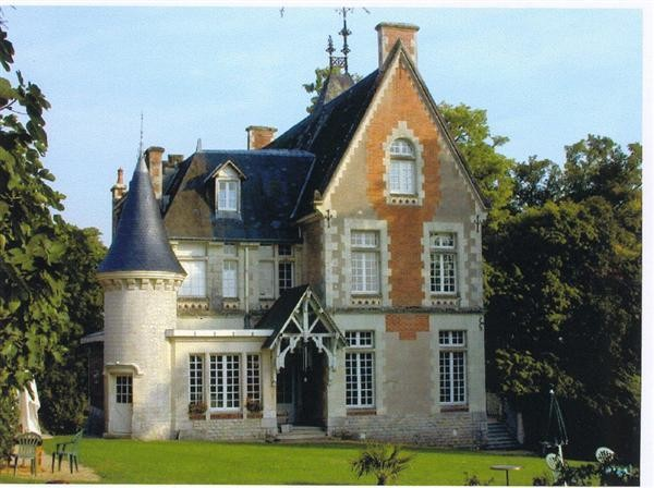 Old world gothic and victorian interior design for French gothic house plans