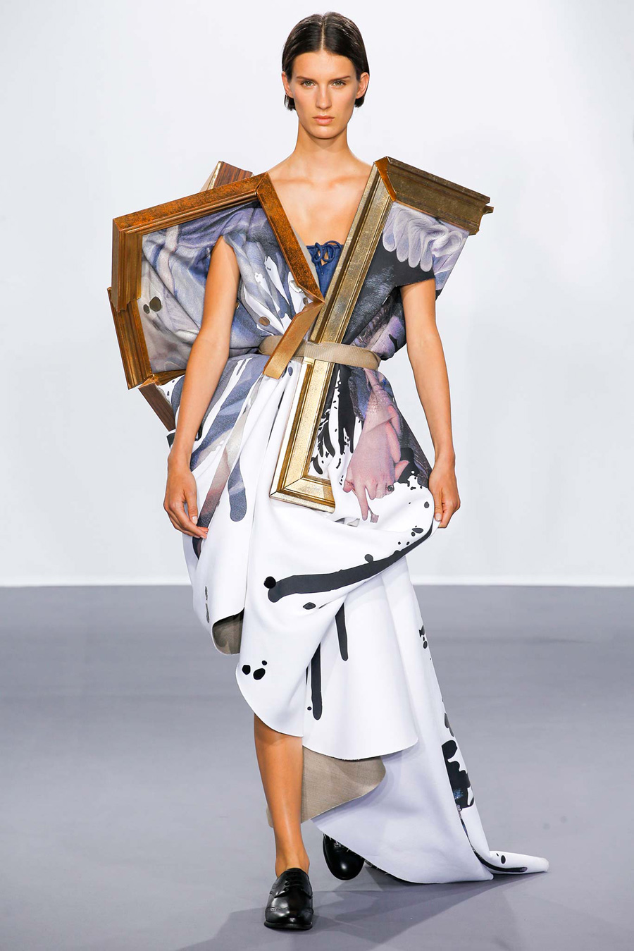 wearable object in fashion one more good one viktor rolf show 2015 canvas dress
