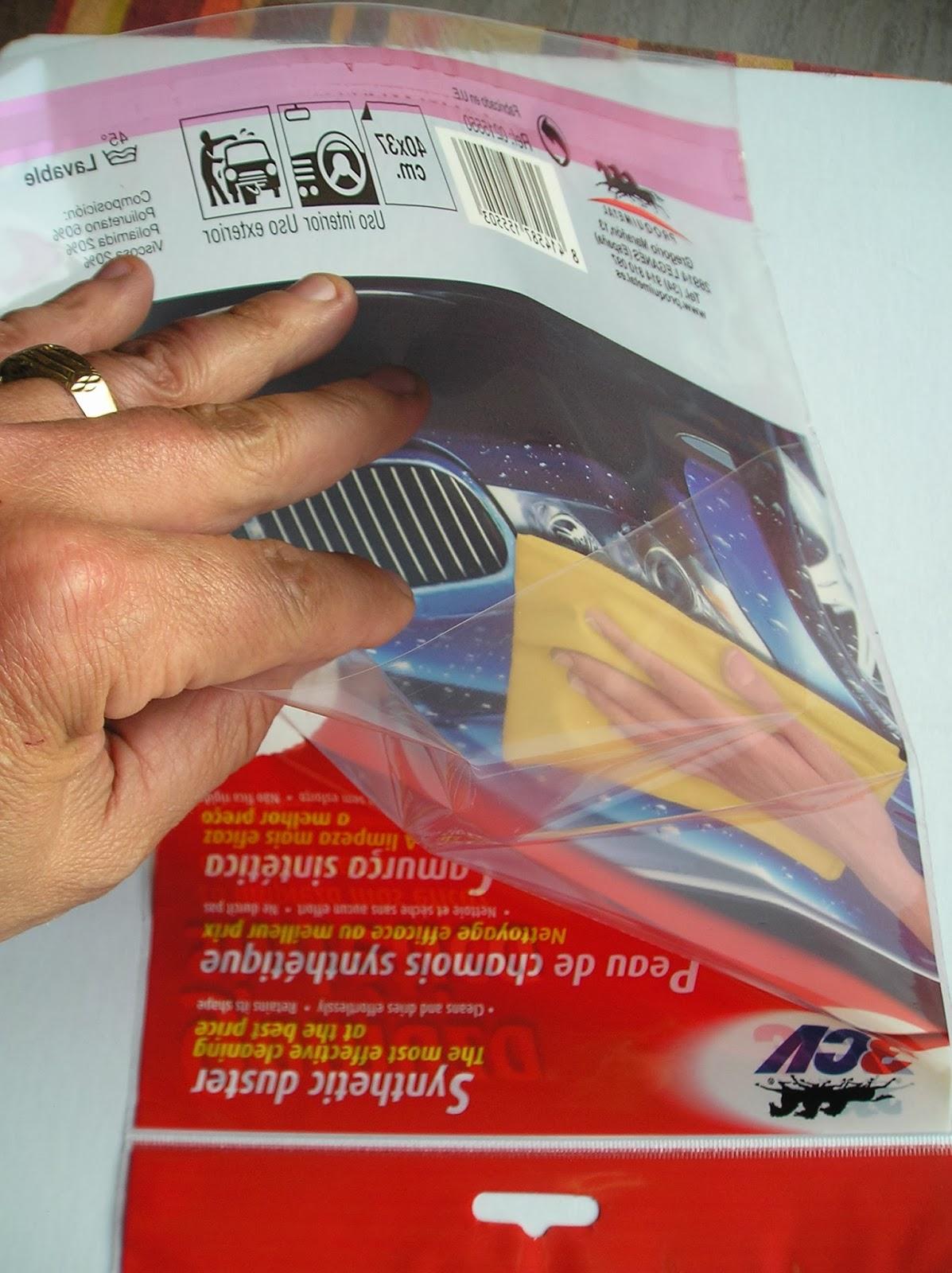 bolsa PP con troquel para colgar + cierre zipper + solapa + tira adhesiva
