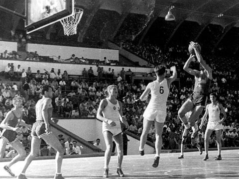 Yüzde 80 galibiyetle gelen Avrupa dokuzunculuğu : Sofya 1957-Technical Faul Blog Page