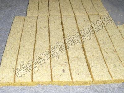 Штапићи печени на папиру у рерни