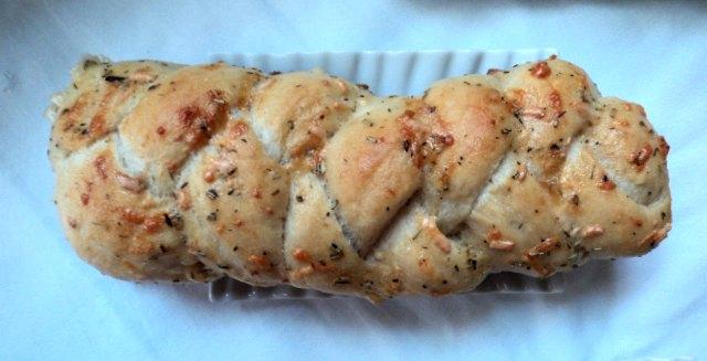 Trenzas de ajo y queso, panecillos, receta casera