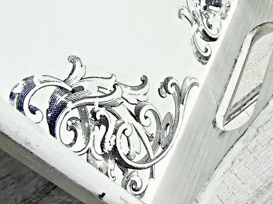 Biała taca kuchenna z retro motywem w stylu fracuskim. Taca vintage ręcznie ozdabiana.