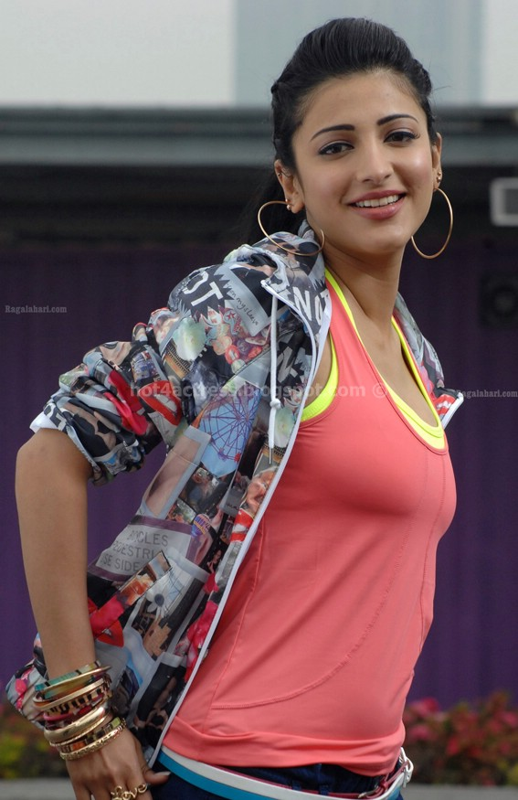 Shrithi hassan latest hot pictures