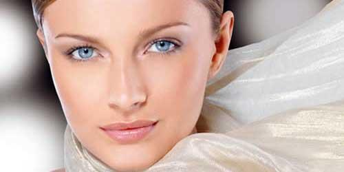 como aplicar la base de maquillaje para el dia