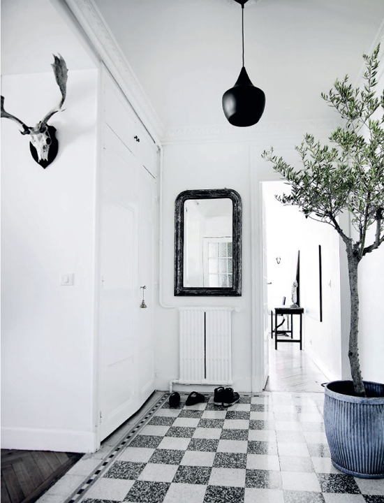 The elegant apartment of Nicolai and Julie of Stylejunky in Cannes via Femina ©Mikkel Adsbøl